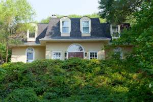This Vinings home is listed at $575,000, which is a price we determined using the Case-Schiller Index report I can run on an individual property in metro Atlanta.