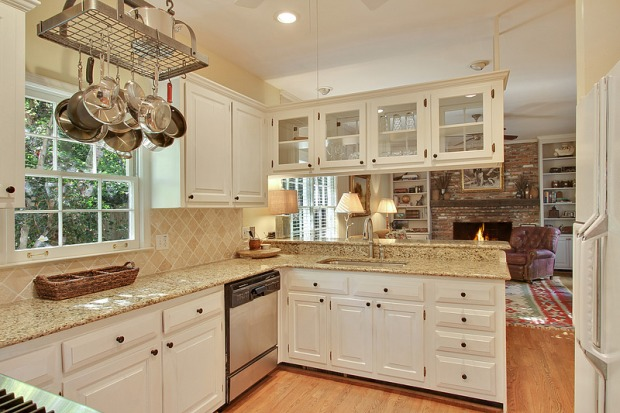 This totally new kitchen features an incredible view to the living room and to the well-manicured back yard. You're so close to Vinings Village, you may never cook since there are so many great restaurants nearby!