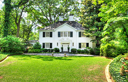 Buckhead's 3540 Woodhaven Road has an existing home in need of renovation - on an incredible 4+ acre lot. Back on the market after being held by the new buyers of 3750 Habersham Road in Buckhead, one of the most expensive homes sold in Atlanta in 2011.