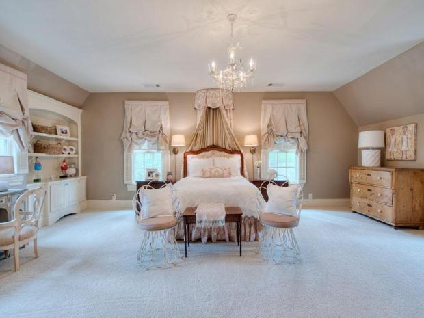 French_country_home_Atlanta_Sothebys_Brandy_station_girls_bedroom