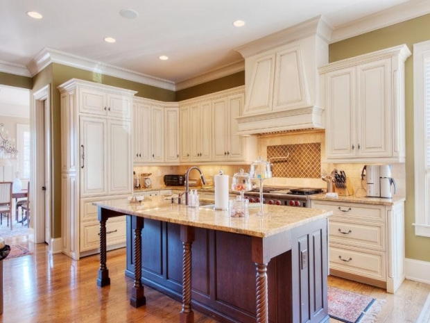 A beautiful kitchen is the perfect setting to make beautiful memories in this wonderful home. Offered by Tina Hunsicker of Atlanta Fine Homes Sotheby's International Realty. Click this image for additional photos and more information.