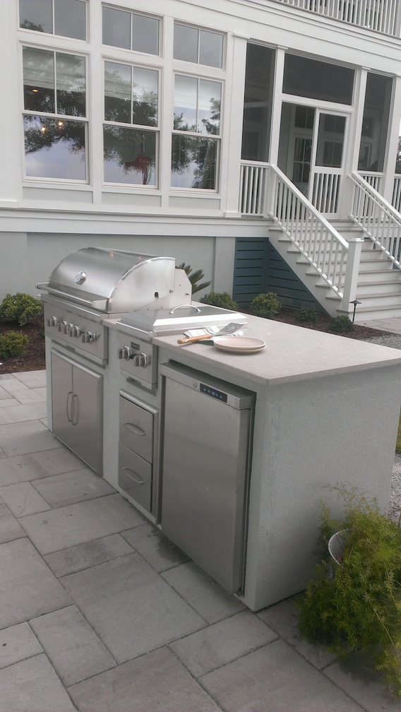Of course there's an outdoor kitchen.