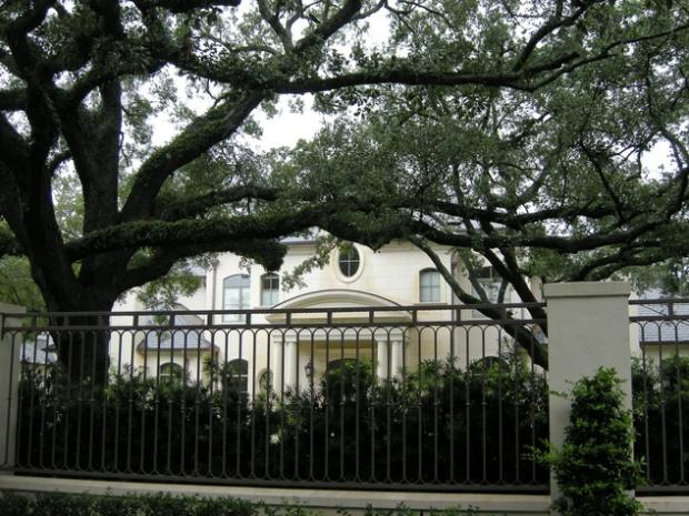 Osteen_River_Oaks_house