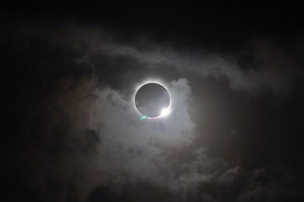 cropped-706834main_20121113-solareclipse_full-1